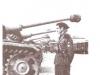 Włoch ogląda działa szturmowe Stug III