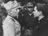 Mussolini z żołnierzem